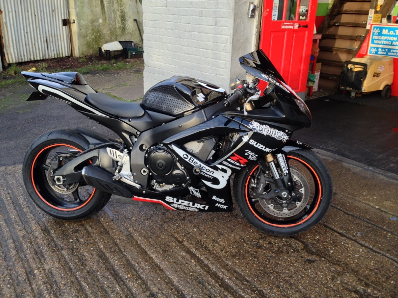 image showing track day prepared gsxr 600